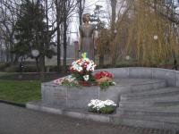 Monument to the outstanding member of Kyiv underground organization, Hero of Ukraine Tetyana Marcus (sculptor V. Medvedev)